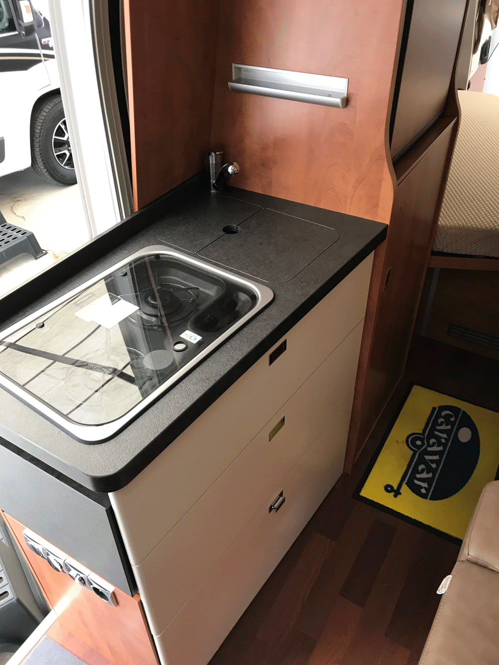 malibu 600 DB low bed caravar (6)